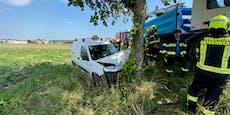 Schock für Feuerwehr in NÖ – Kamerad in Unfall-Wrack