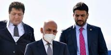 Taliban vor Kabul, Afghanischer Präsident verlässt Land