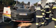 Patientin (80) bei Überschlag von Rettungsauto verletzt