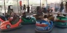 Skurrile Szenen – Taliban fahren mit Waffen Autodrom