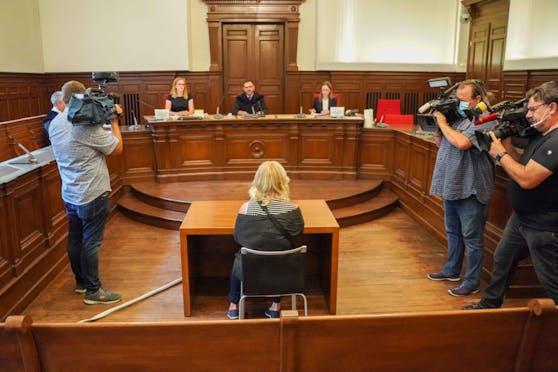 Im Juli 2020 wurde in Ried eine Frau verurteilt, weil sie die Quarantäne missachtet hatte, spazieren ging.