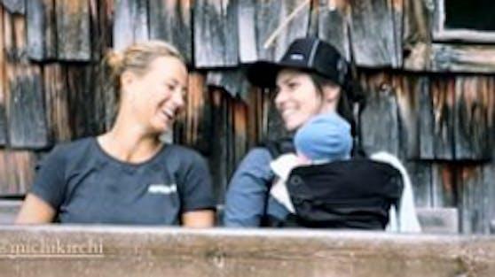 Michaela Kirchgasser mit Anna Veith und ihrem Baby Henry.