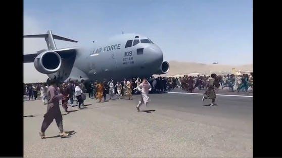 Die US-Luftwaffe bezog sich auch auf die Videos, die im Netz kursieren.
