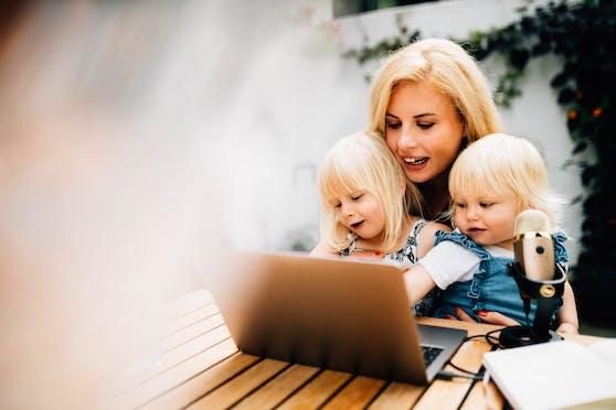 Carmen Mayer mit ihren beiden Töchtern Leni (4) und Emily (fast 2). In den Aktienmarkt stieg sie ein als sie zum ersten Mal schwanger war.