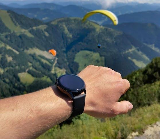 Von den Wäldern Transsilvaniens zum Abenteuer in den Salzburger Bergen: die Huawei Watch 3 Pro begleitet mit nur einer Akkuladung durch Europa.