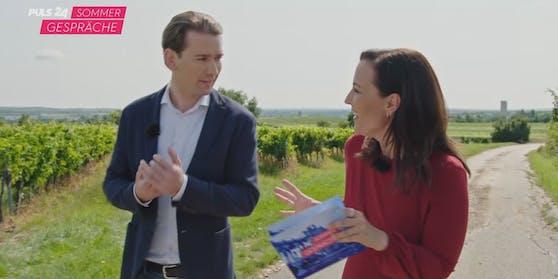 PULS 24 Moderatorin Manuela Raidl im Sommergespräch mit Bundeskanzler Sebastian Kurz.