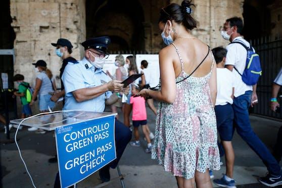 """Ab kommendem Mittwoch gelten in Italien schärfere Corona-Regeln. Der Einsatz des sogenannten """"Green Pass"""" wird ausgeweitet."""