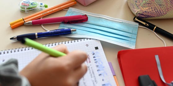 Ab gewissen 7-Tage-Inzidenzen gilt in Schulen eine aAskenpflicht.