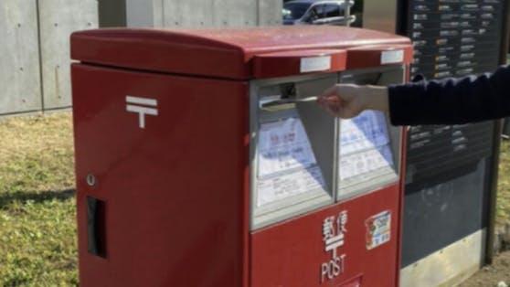Wissenschaftler aus Japan haben aus Mäusesperma, dass zuvorgefriergetrocknet und per Post - ungeschützt und auf einer Postkarte - verschickt wurde, kleine Mäuse gezeugt.