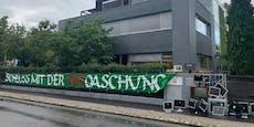 Rapid-Fans protestieren vor Liga-Zentrale gegen VAR