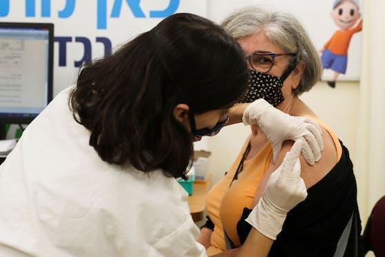 Die Impfaktion für die dritte Impfung ist in Israel in vollem Gange.