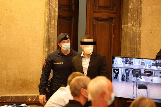 Der Angeklagte (29) im Gerichtssaal