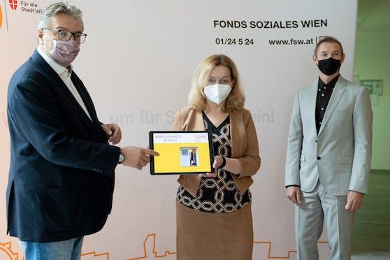 (v.l.n.r.:) Sozialstadtrat Peter Hacker (SPÖ), die Geschäftsführerin des FSW Anita Bauer sowie ihr Stellvertreter Michael Rosenberg präsentieren den FSW-Geschäftsbericht 2020.