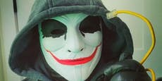 Hacker mit Maske entlarvt Mobber und kritisiert TikTok