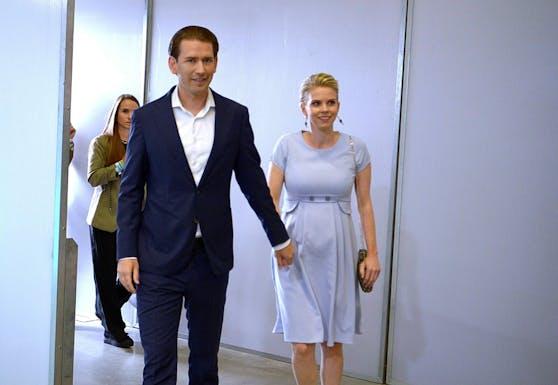 In violettem Kleid zeigte sich die Kanzler-Freundin am Samstag beim ÖVP-Parteitag.