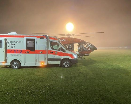 Ein Rettungshelikopter flog den schwerverletzten 19-Jährigen in eine Klinik.