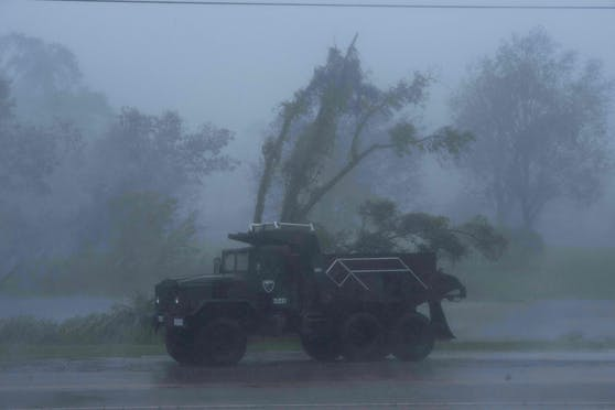 Hurrikan Ida hat die Küste des US-Staats Louisiana erreicht und trifft sie mit voller Wucht. Die Schäden sind jetzt schon enorm.