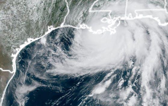 Der Hurrikan gewann vor seiner Ankunft in den USA deutlich an Geschwindigkeit.