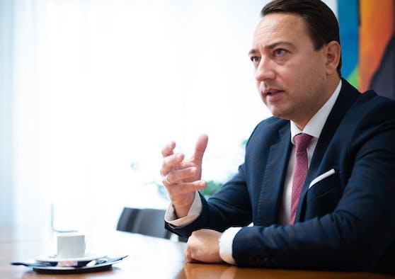 FPOÖ-Chef Manfred Haimbuchner übt heftige Kritik.