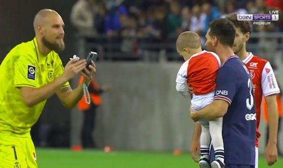 Messi posiert mit den Reims-Spielern