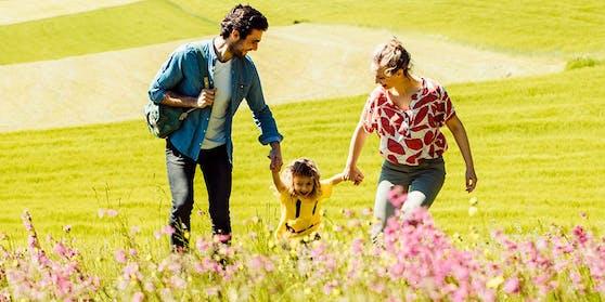 Das Bewusstsein für den Schutz der Umwelt sowie gemeinsame Momente mit der Familie stehen im Vordergrund der Familienwandertage mit Waldquelle Mineralwasser.