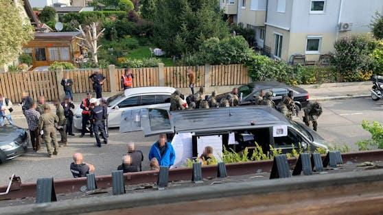 Der Einsatz am Montag: Cobra und Wega umstellten das Haus in der Donaustadt.
