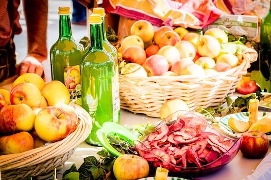 Beim Genussfest werden regionale Köstlichkeiten angeboten.