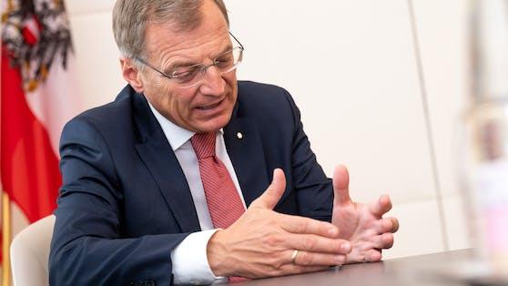 """Landeshauptmann Thomas Stelzer im Interview mit """"Heute""""-Reporter Armin Bach"""