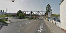 Radfahrerin stirbt bei Straßenbahn-Unfall