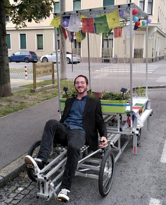 André Lintschnig nach der Verhandlung vorm Bezirksgericht Graz-West am Lastenrad