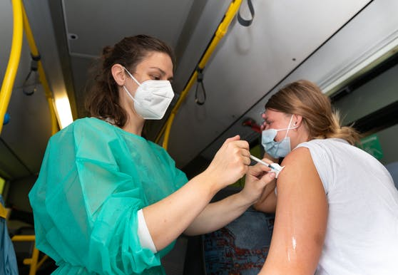 Laut der Umfrage ist jeder Fünfte für eine generelle Impfpflicht.