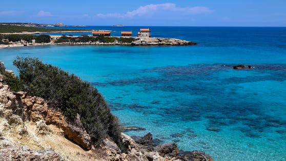 Der Öl-Teppich könnteschon bald die Küste im Nordosten der Urlaubsinsel bei der Landzunge Karpasia erreichen.