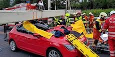 Mautbalken stürzt auf Auto – 54-Jährige schwer verletzt