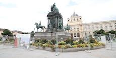 Vandalen! Maria-Theresien-Denkmal bis Winter gesperrt