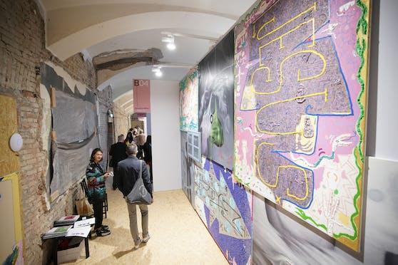 In der Alten Post im ersten Wiener Bezirk stellen bis Sonntag 25 Galerien aus.