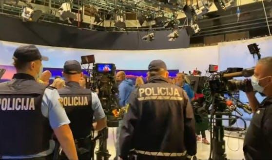 In der slowenischen Hauptstadt Ljubljana stürmten Corona-Leugner ein Fernsehstudio, um ihre Meinung senden zu können.