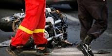 Motorradlenker (44) bei Crash mit Klein-Lkw getötet