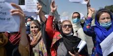 """""""Warum schlägt ihr uns?"""" – Frauen protestieren in Kabul"""