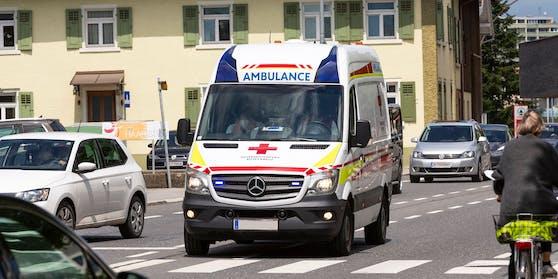 Zwei Rettungsautos mussten die Familie ins Spital bringen.