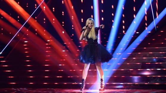 """Im schwarzen Tüllrock rockte Melissa Naschenweng bei der """"Schlagerchallenge"""" die Bühne."""