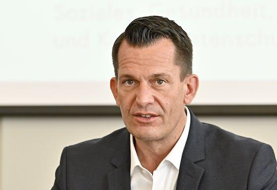 Gesundheitsminister Wolfgang Mückstein hat angesichts der steigenden Corona-Zahlen bereits ein Maßnahmen-Paket geschnürt.
