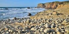 Touristnimmt Steine von Strand mit – 3.000 Euro Strafe