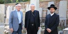 """Erzbischof auf """"Sanierungsbesuch"""" am Jüdischen Friedhof"""