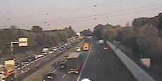A1 wegen rätselhaftem Tod im Frühverkehr gesperrt