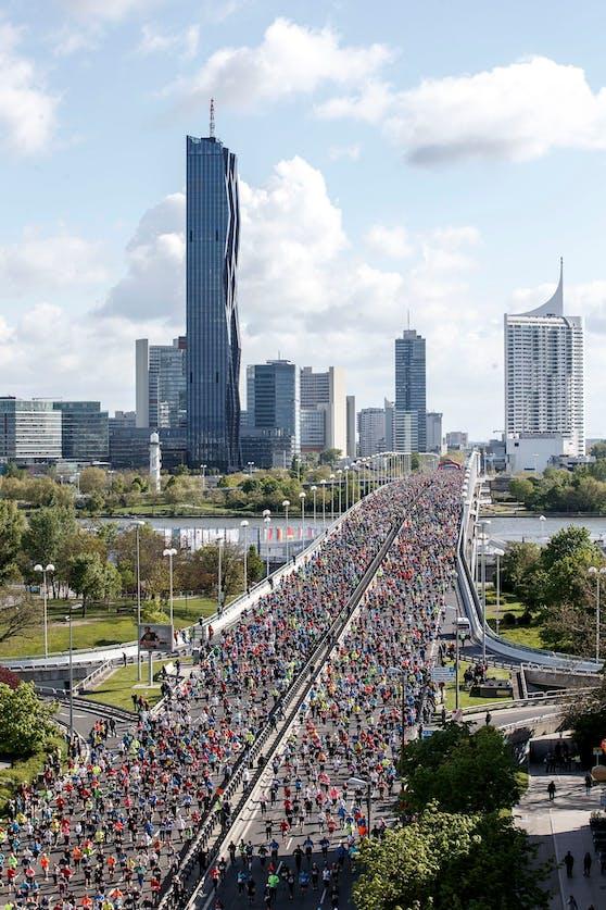 Die Pause ist vorbei, in Wien wird wieder gelaufen: Am Wochenende geht der Vienna City Marathon über die Bühne. Das Bild zeigt den Start eines vergangenen VCM.