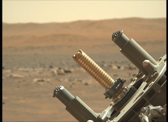 """DerNASA-Rover """"Perseverance"""" konnte - nach einem ersten gescheiterten Versuch - nun erfolgreich eine Gesteinsprobe sichern."""