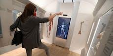 Im Narrenturm können Besucher als Skelett tanzen