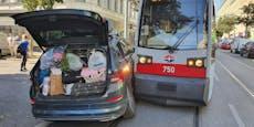 Englischer Tourist kracht in Brigittenau in Wiener Bim