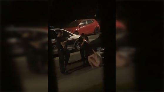 Die Linzer Polizei konnte den Nackten gegen Mitternacht schließlich fassen
