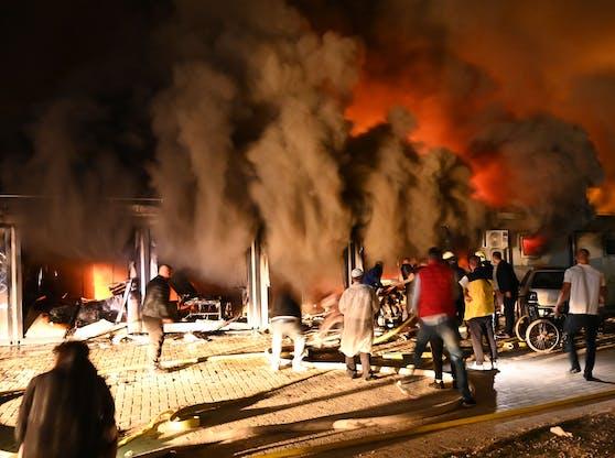 Das Feuer brach gegen 21 Uhr im Spital von Tetovo (Nordmazedonien) aus.